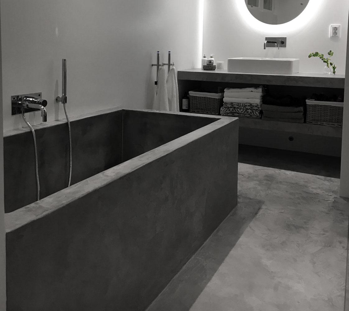 Microcementerad betong i badrum är både snyggt & funktionellt.